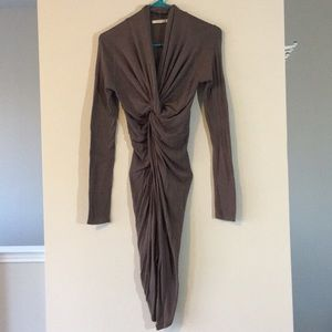 BOUTIQUE TWIST KNOT PLUNGE LONG SLEEVE TUNIC TOP